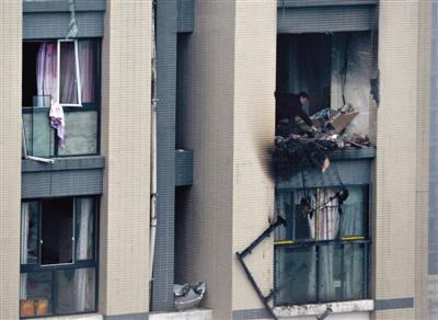 成都一社区17楼爆破 1人炸飞坠亡