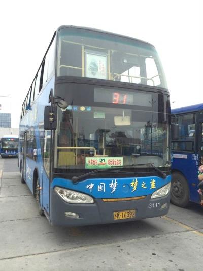 双层公交车