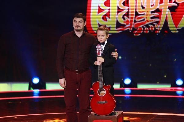 俄罗斯神童小孩和他的父亲来到《CCTV家庭幽默大赛》展现自己的幽默
