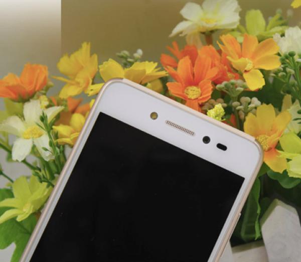 早在两个月前,联想笋尖S90刚一上市就凭借优美的外观,业内领先专为拍照而配备的出色硬件,受到了众多消费者的喜爱。当然也有很多用户指出,如果联想笋尖S90的内存再大点就好了。如今拥有2G RAM的升级版联想笋尖S90做客天极,加强版的自拍神器给每位用户带来了更多惊喜。