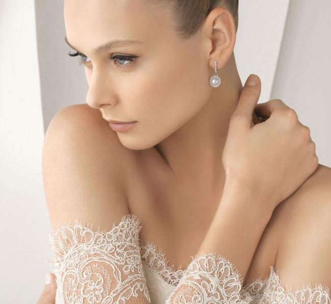 男神喜欢女生有美丽的颈部,几步就可护理出美丽颈图片