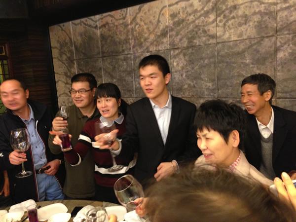 王汝南和华学明祝贺柯洁一家