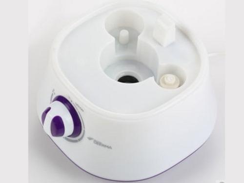外观评价  】德尔玛F320LS超声波加湿器文艺的外观,放在家中也是不错的装饰。笑脸的出雾口,具有360度旋转,任意选择方位喷气,雾气从笑脸中喷出,让您保持更好的心情。