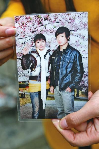 刘坤坤(右)和刘新新(左)双胞胎兄妹俩的合照