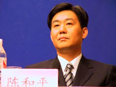 陈和平,男,汉族,1956年4月生,江西清江人,大学,经济学学士,经济师。1985年7月加入中国共产党,1974年7月参加工作。现任重庆市政府秘书长、办公厅主任、参事室主任。身体健康。