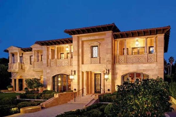 不过周边房屋的设计方针只允许采用一种意式的外墙图片