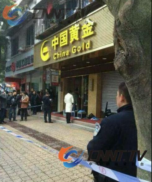 警方在勘察现场