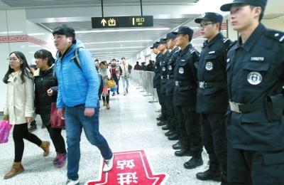 郑州/春节将至,郑州地铁一号线将迎来客流高峰。