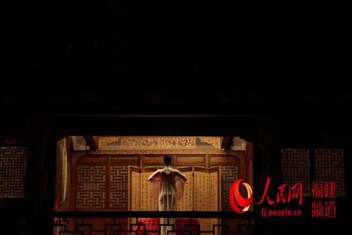 新版《印象大红袍》红袍茶冲泡技艺(净身)