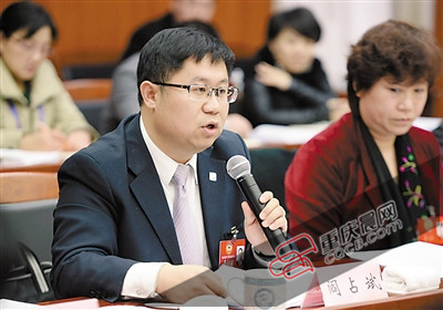 政协委员阎占斌在讲话。
