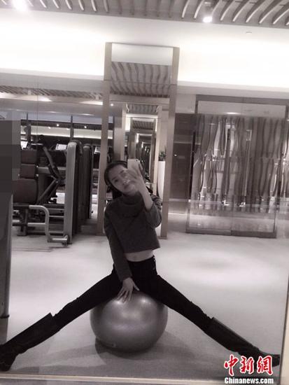 女星健身房自拍秀身材 网友:给不锻炼的留条活路