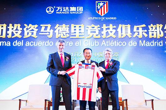 """王健林在发布会上表示,万达对马德里竞技的投资,为万达欧洲培训的小球员提供进入欧洲一流俱乐部的机会,""""只有投资了,才能在这儿有更多话语权,也能保证这些孩子能受到更多重视""""。"""