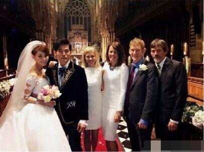 搜狐娱乐讯 1月21日,周董歌迷晒出周杰伦和昆凌及女方家人在婚礼现