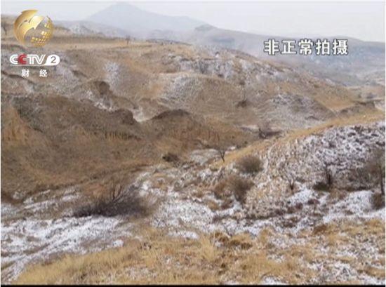 四五米高 三四米宽的大坑 地表保护层被破坏