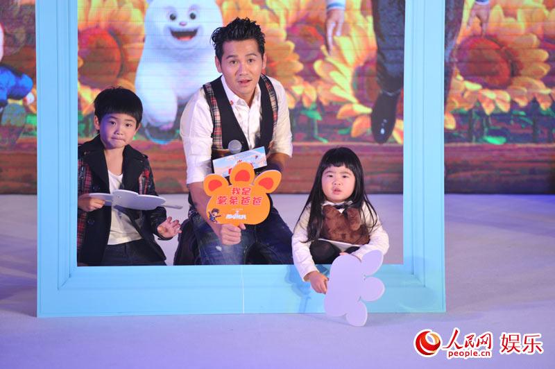 李小璐一家玩嗨《熊出没》首映礼 曹格Grace盼寒假