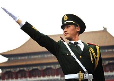 天安门国旗护卫队退伍兵婉拒企业50万年薪(图