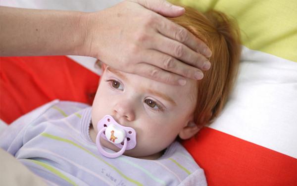 寶寶肺炎老是哭鬧