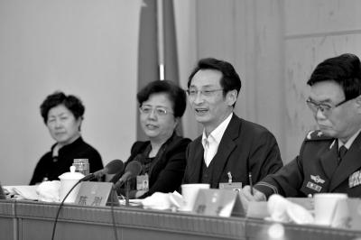 副市长陈刚称房价正理性回归。京华时报记者王海欣摄