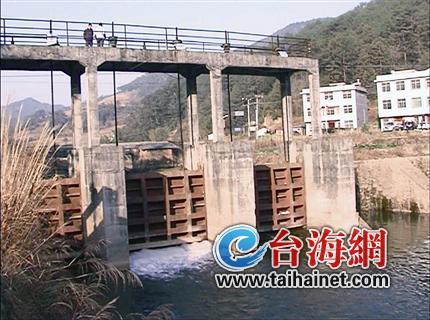 ▲东坑水电站23日开闸放水,结束34年发电历史