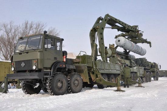 资料图:S-400远程防空导弹系统属俄第四代防空导弹系统。