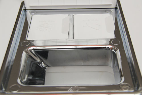 该款洗衣机具有洗涤剂智能投放功能,机内置有多个传感器,可感知衣物的重量、脏污程度等。