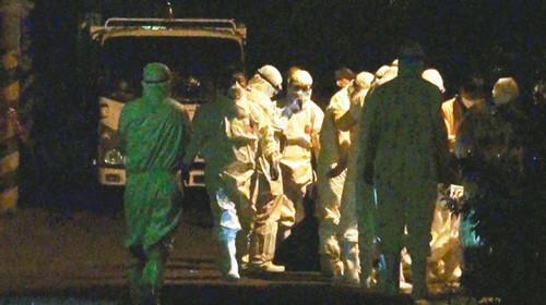 新竹县府昨傍晚接获新丰乡一家养禽场证实染禽流感,晚间立即扑杀,是新竹地区首例。图:台湾《联合报》
