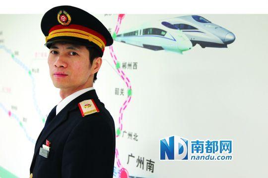 武广高铁开通后,周树强是首批高铁司机中一员。