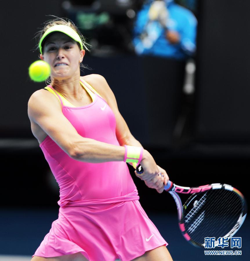 1月27日,莎拉波娃庆祝胜利。当日,在墨尔本举行的澳大利亚网球公开赛女子单打四分之一决赛中,俄罗斯选手莎拉波娃以2比0淘汰加拿大选手布查蒂,晋级半决赛。新华社记者金林鹏摄
