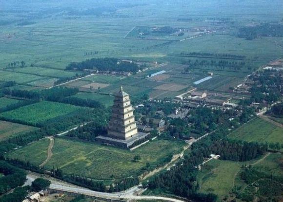 国内游 陕西 西安 大雁塔    冬日午后的西安,少有的蓝天,成为喷泉