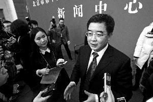 市教委委员、新闻发言人李奕