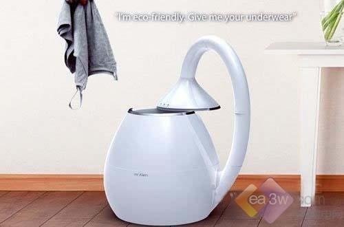 这款长得很像是电热壶的机器,其实这是一款微型的洗衣机,它被称为mr.klein。这是由设计师Yoon Kisang专为清洗内衣而设计的,这款洗衣机采用了分层过滤系统,洗完衣服后的脏水可经过多层处理后转变为干净水,使之可循环利用,创新的环保设计应该会受欢迎的。