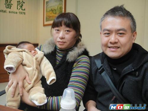 现年41岁的陈密斯因子宫颈闭锁不全,先后流产9次,第10次有身才顺遂产子。本日新闻网图