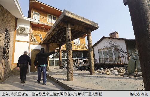 法制晚报讯(文/记者 蒋桂佳 石爱华)1月24日,德胜门内大街93号门前发生塌陷,93号院及北侧4间房屋发生倒塌。