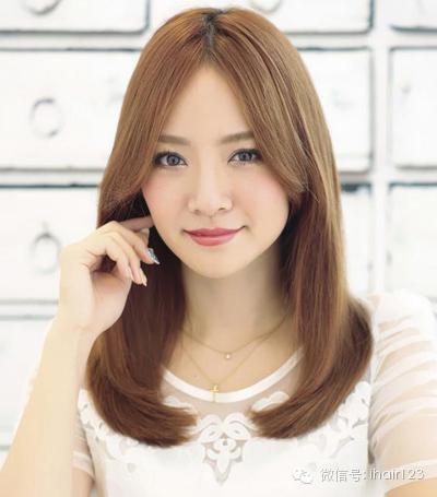 女生方脸适合什么发型?中分修脸效果好