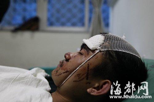 小吴头部、背部被砍,事发后被送往省立医院抢救