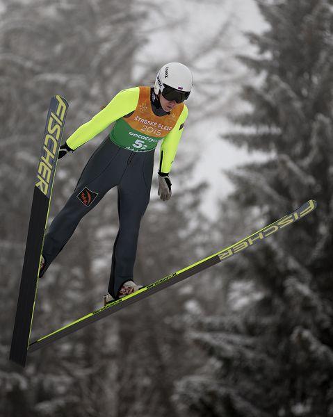 图文:大冬会跳台滑雪女子团体赛 伊琳娜决赛中