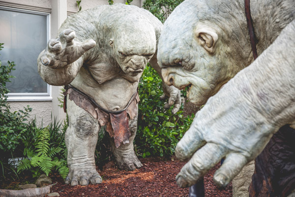 对于许许多多来到惠灵顿维塔工作室的霍比特迷来说,洞穴巨人——伯特、汤姆和威廉是著名的维塔工作室众多艺术作品中的最引人注目的一小部分。