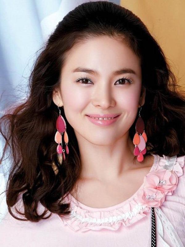 2019最美脸蛋排行榜_超越刘亦菲连续两年被评为亚洲最美的她,突然肿成