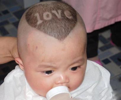 给宝宝剪个个性的发型,妈妈何乐而不为呢?图片