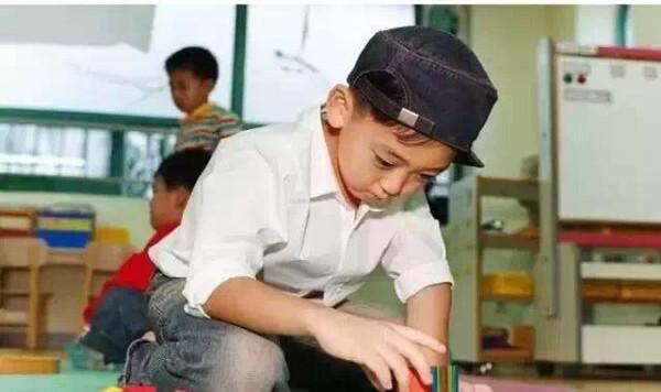 幼儿园老师最怕孩子穿什么?