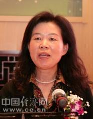 沈莹,1965年5月出生,中共党员,1983-1990年就读于北京大学经济学院,获经济学硕士学位;1998年获副研究员资格;2007年获经济学博士学位。