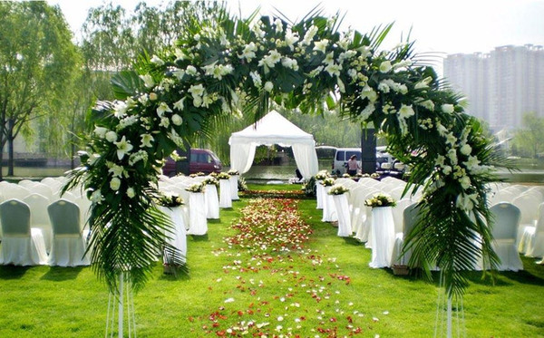 婚嫁 婚礼策划 西式婚礼    白绿色婚礼布置当中,想要让清新怡人风情