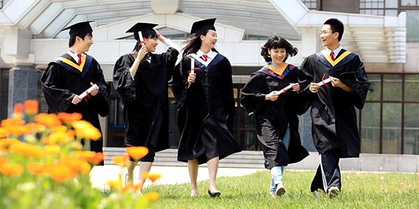 大学生比较集中,标识清晰,经济条件和在校表现容易界定,这给借贷机构图片