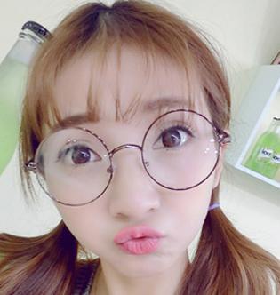 适合戴眼镜女生的发型