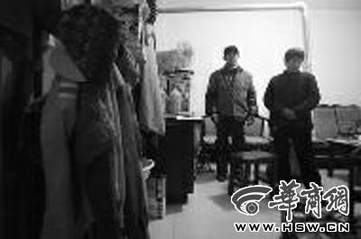 郭师傅和妻子二人对被辞退感到不解 华商报记者 张�� 摄