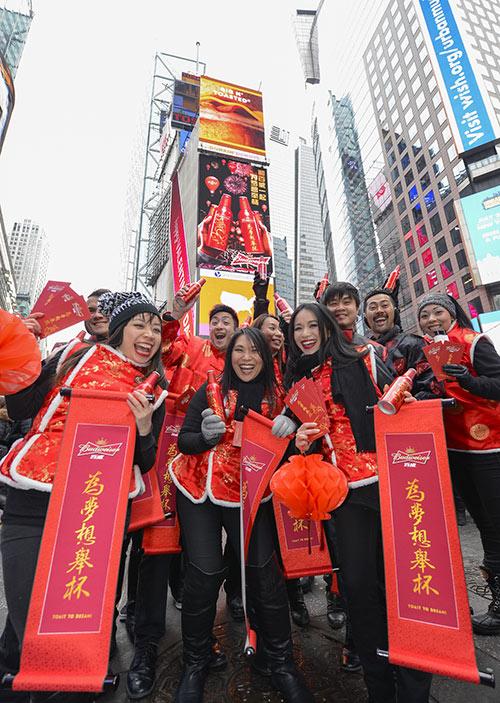 中国梦红衣小女孩