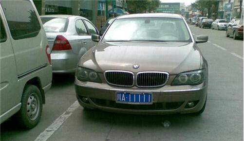 美国加州街头出现中国牌照汽车