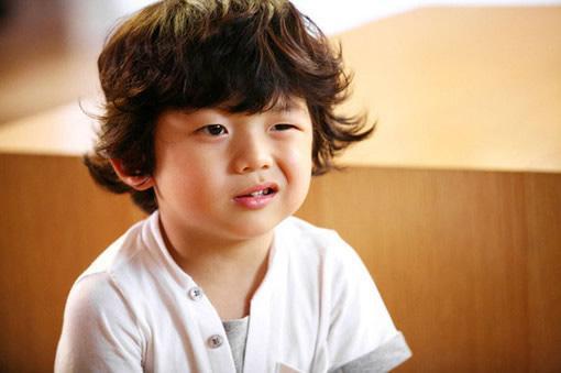 小孩子大笑图片可爱