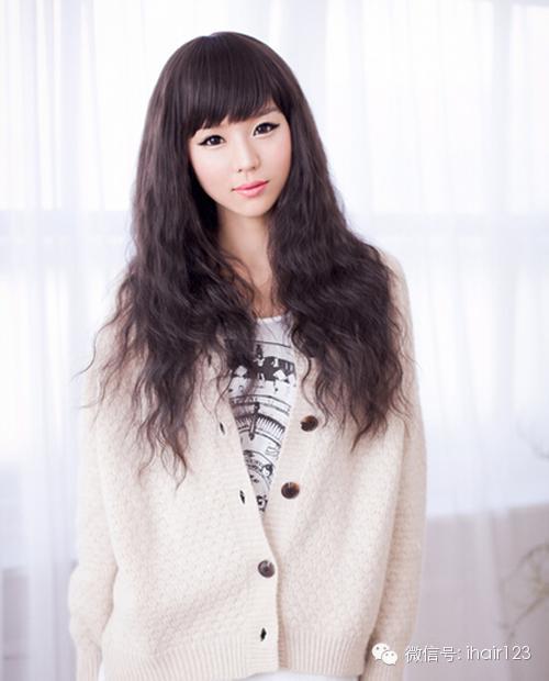 女生长发锡纸烫发型图!扎不扎头发都美的发型!图片