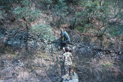 被困驴友获救下山。